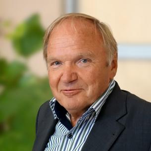 Dr. Richard Benda
